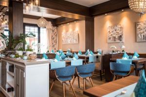 Ein Restaurant oder anderes Speiselokal in der Unterkunft Restaurant Landgasthof Zum Wiesengrund