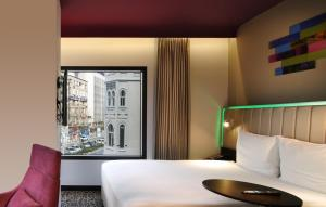 A bed or beds in a room at Park Inn by Radisson Izmir