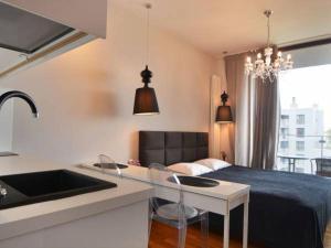 Kuchnia lub aneks kuchenny w obiekcie Triton Apartments in Warsaw near Airport