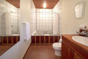 Un baño de Crocodile Bay Resort
