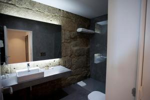 Uma casa de banho em Belomont52 Guest House