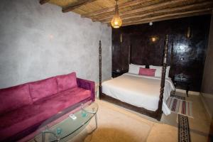 A bed or beds in a room at Riad Abjaou