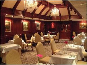 A restaurant or other place to eat at Barn Hotel London Ruislip