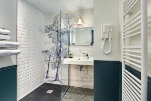 Salle de bains dans l'établissement Montparnasse Daguerre