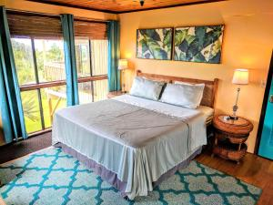 A bed or beds in a room at Hamakua House and Camping Cabanas