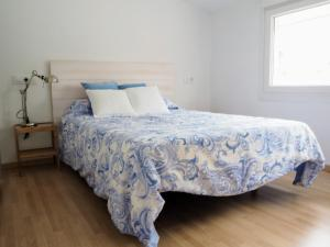 A bed or beds in a room at Apartamento Cruceiro