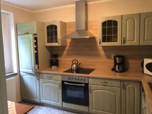 Küche/Küchenzeile in der Unterkunft Ferienhaus Bergblick - mit Sauna und Dampfbad und Yacuzzi