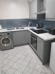 A kitchen or kitchenette at Mays Apartments