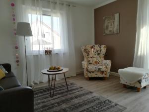 Ein Sitzbereich in der Unterkunft SchwaikApart Sonnige Ferienwohnung in Nähe der Weinberge
