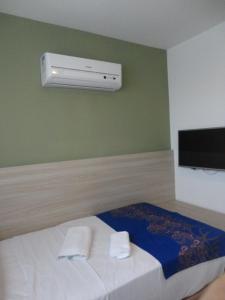 A bed or beds in a room at Flat Boa Viagem Premium 2qtos
