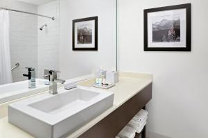 A bathroom at Four Points by Sheraton Calgary West