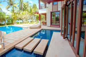 The swimming pool at or close to Amatapura Beachfront Villa 1