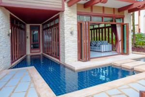 The swimming pool at or close to Amatapura Beachfront Villa 12