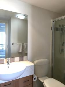 A bathroom at Sunset Island Resort