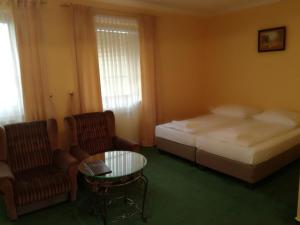 A bed or beds in a room at Hotel Malwa