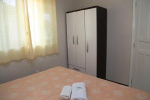A bed or beds in a room at Pousada Recanto do Lago