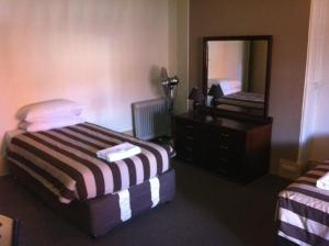 A bed or beds in a room at Hotel Metropolitan