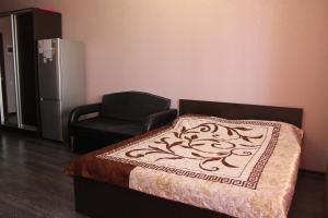 A bed or beds in a room at Apartment Comfortnaya Zhizn at Severnaya 5