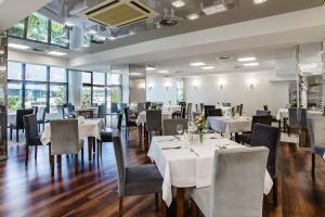 Restauracja lub miejsce do jedzenia w obiekcie Hotel La Mar