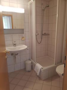 Ein Badezimmer in der Unterkunft Hotel Restaurant Edelweiss