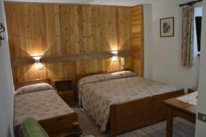 A bed or beds in a room at Bellevue Chalet