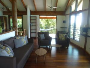 A seating area at Daintree Holiday Homes - Yurara