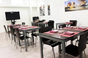 Un restaurante o sitio para comer en Hotel Punta Monpas