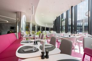 Een restaurant of ander eetgelegenheid bij Park Inn by Radisson Amsterdam City West