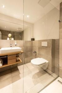 A bathroom at Hotel Restaurant Sonne