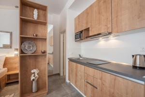 A kitchen or kitchenette at City Vibe Studios