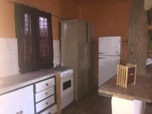 A kitchen or kitchenette at Casa en Chacras de Coria
