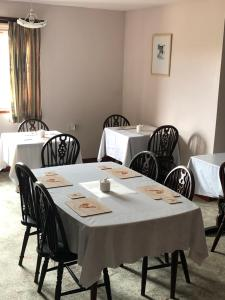 A restaurant or other place to eat at Invernettie guesthouse