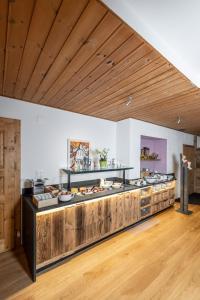 A kitchen or kitchenette at Hotel La Cruna