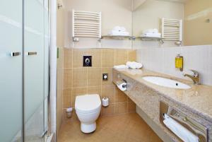 A bathroom at OREA Resort Sklář Harrachov