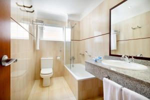 A bathroom at Hotel Alisios Canteras