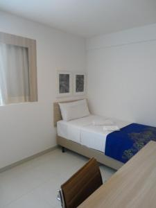 A bed or beds in a room at Beach Class Convention & Flats