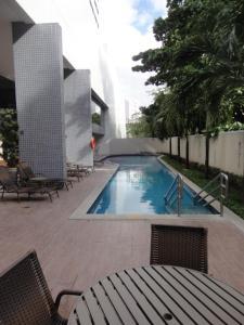The swimming pool at or near Lindo Flat em Boa Viagem 2 qtos