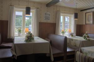 A restaurant or other place to eat at Hovborg Kro