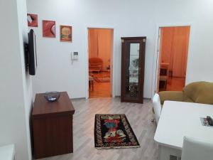 Uma área de estar em NIZAMI Street 2