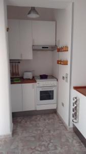 A kitchen or kitchenette at Mini appartamento da Cetty