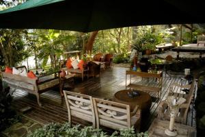 Um restaurante ou outro lugar para comer em Ecoresort Refúgio Cheiro de Mato