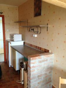 A kitchen or kitchenette at Kosztolányi Apartmanház