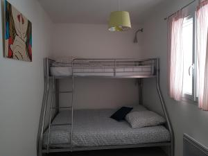 A bunk bed or bunk beds in a room at Apartment L'Aquarius