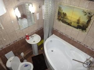 A bathroom at Васильева 1