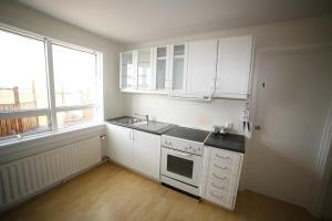 A kitchen or kitchenette at West Park Guesthouse