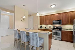 A kitchen or kitchenette at Orlando Resort Rentals at Universal Boulevard