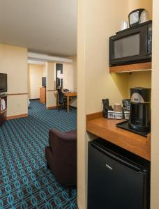 A kitchen or kitchenette at Fairfield Inn and Suites by Marriott Augusta