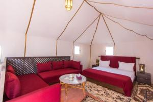 A bed or beds in a room at Golden Camp