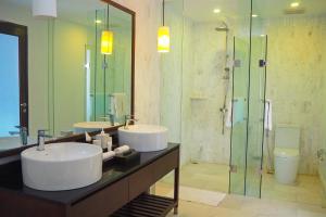 A bathroom at Montigo Resort Nongsa