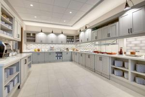 A kitchen or kitchenette at Hyatt Place Milwaukee Downtown